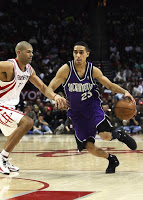 https://pixabay.com/en/basketball-professional-nba-action-1544366/